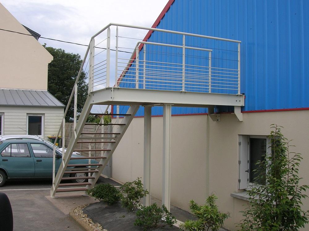 Escalier extérieur + passerelle