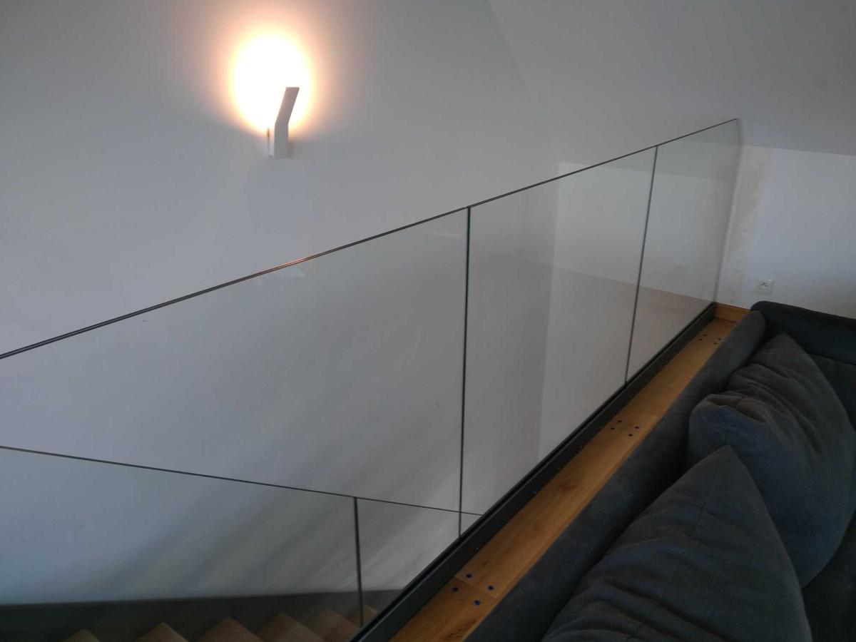Garde-corps en verre sur mezzanine