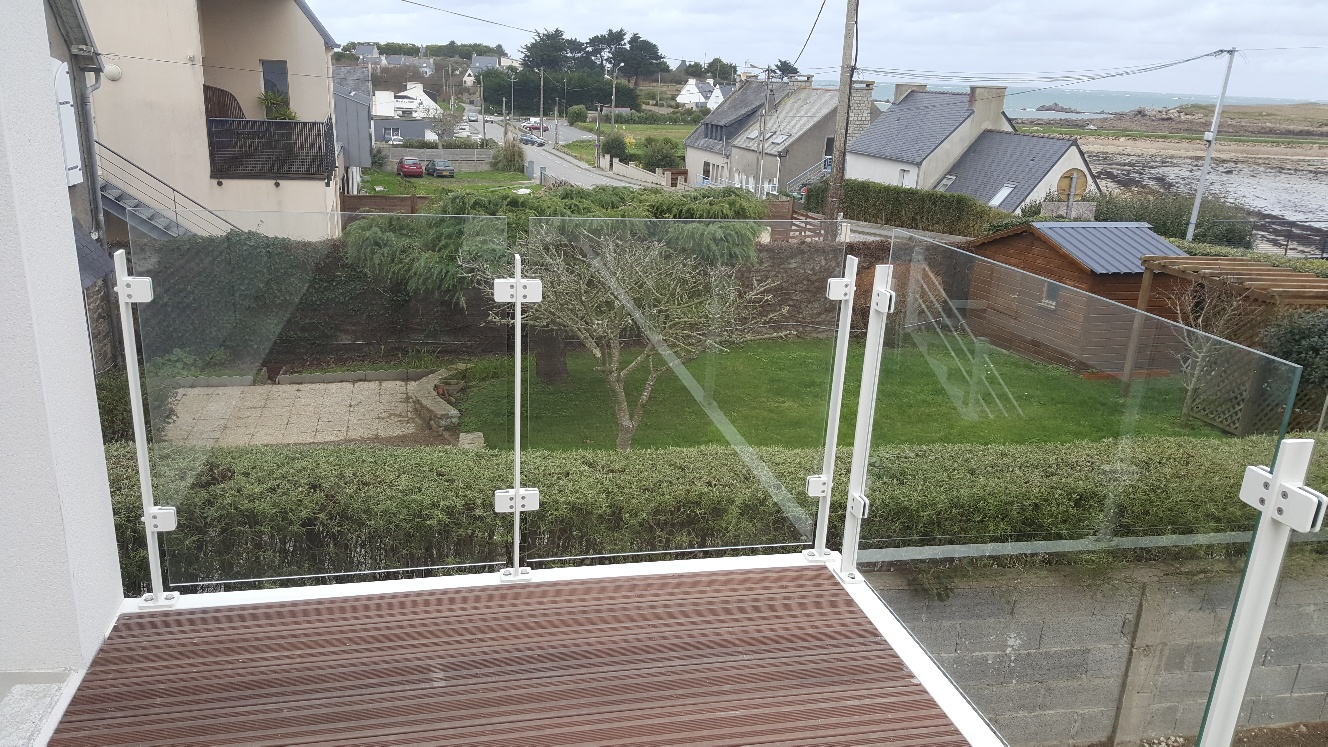 Garde-corps en verre sur terrasse