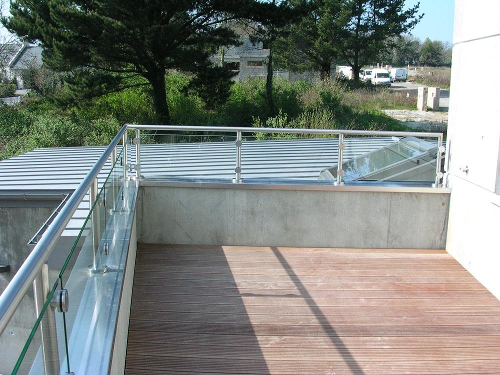 Garde-corps inox et verre sur terrasse