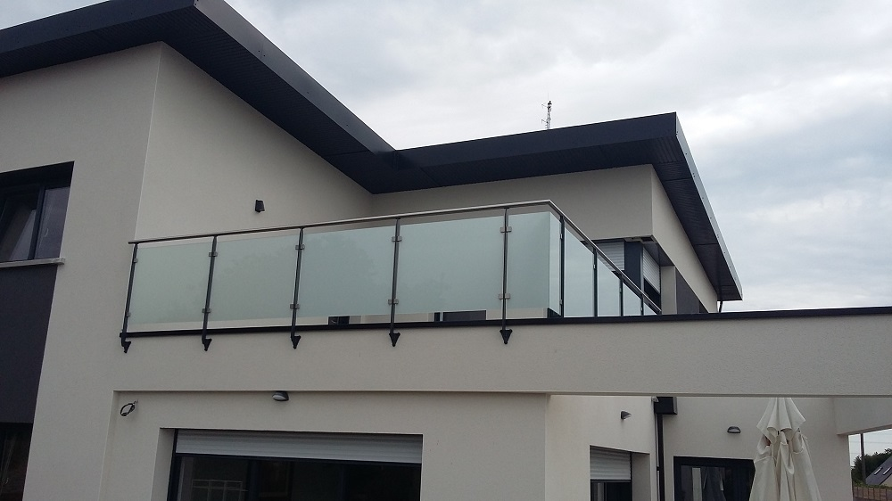 Garde-corps de terrasse en verre + main courante inox