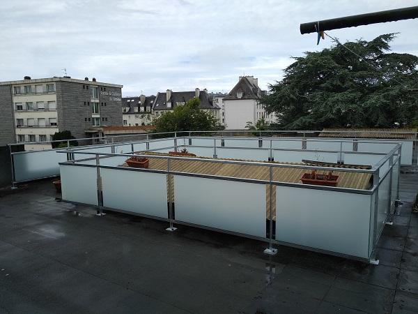 Garde-corps en acier et verre sur terrasse