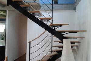 Escalier métallique Morlaix, deux quarts tournant limon central