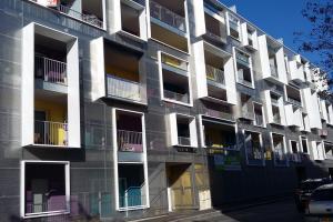 Garde-corps et balcons sur immeuble neuf à Brest