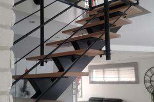 Escalier droit en acier + marches bois