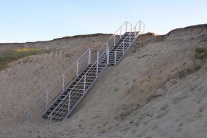 Escalier extérieur en inox + marches bois