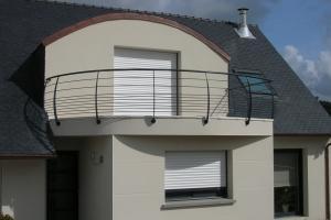 Garde-corps en acier cintré sur balcon