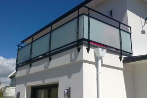 Garde-corps en verre sur balcon