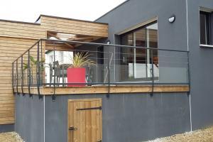 Garde-corps en verre sur terrasse bois